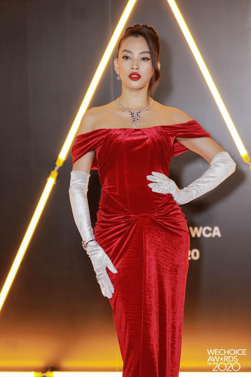 H'Hen Niê đọ sắc cùng hơn 20 nàng hậu trên thảm đỏ WeChoice - ảnh 3
