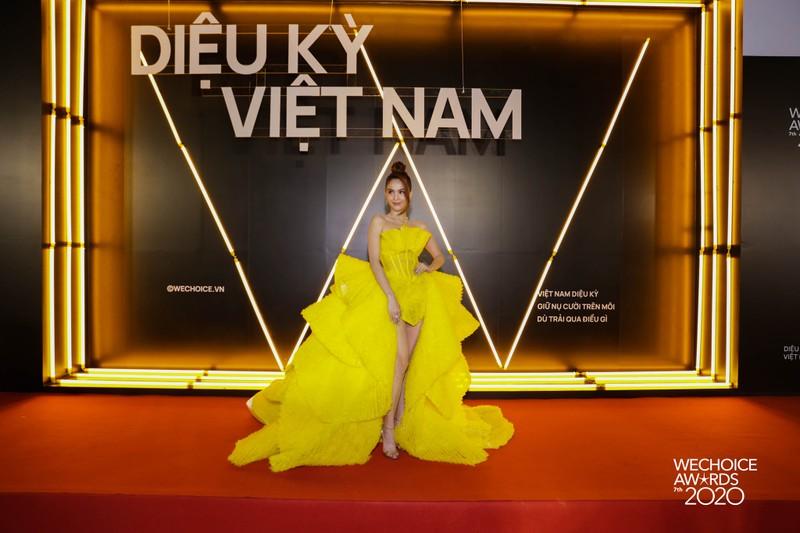 H'Hen Niê đọ sắc cùng hơn 20 nàng hậu trên thảm đỏ WeChoice - ảnh 11
