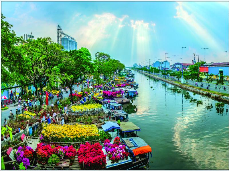 5 điểm đặc sắc của chợ hoa bến Bình Đông trong Tết 2021 - ảnh 1
