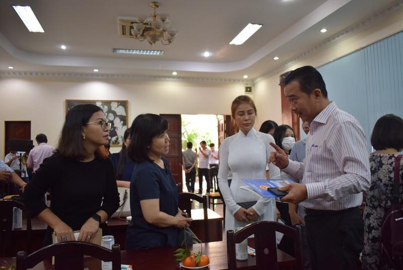 5 điểm đặc sắc của chợ hoa bến Bình Đông trong Tết 2021 - ảnh 2