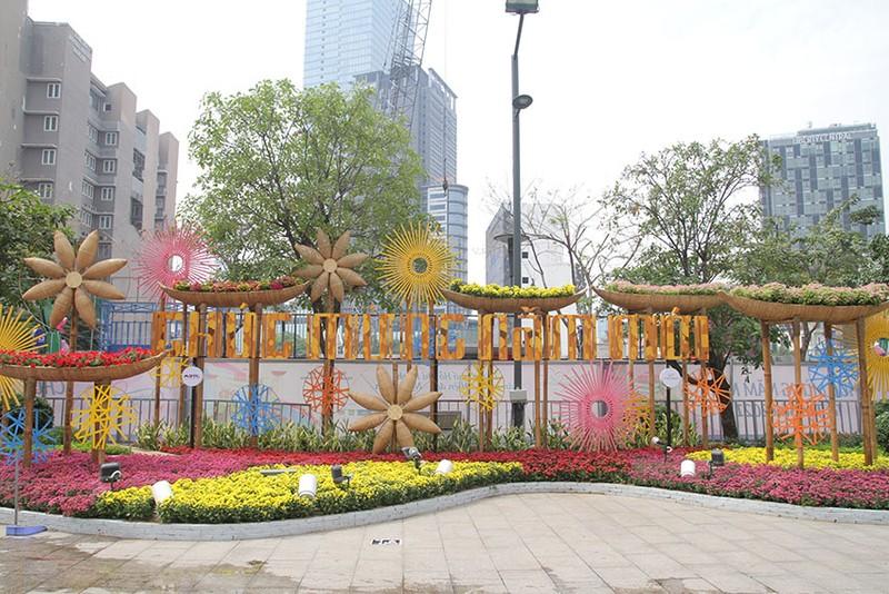 Cả một tuổi thơ ùa về khi đến đường hoa Nguyễn Huệ ngày Tết - ảnh 3