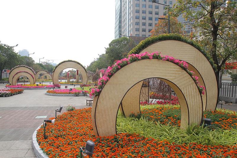 Cả một tuổi thơ ùa về khi đến đường hoa Nguyễn Huệ ngày Tết - ảnh 6