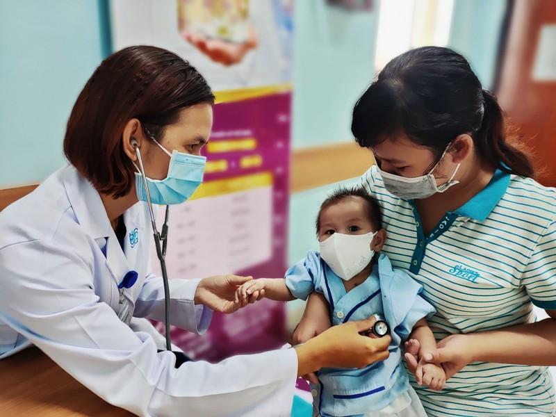 Bình yên ngắm bức ảnh của nữ hộ sinh Bệnh viện ĐH Y Dược - ảnh 7