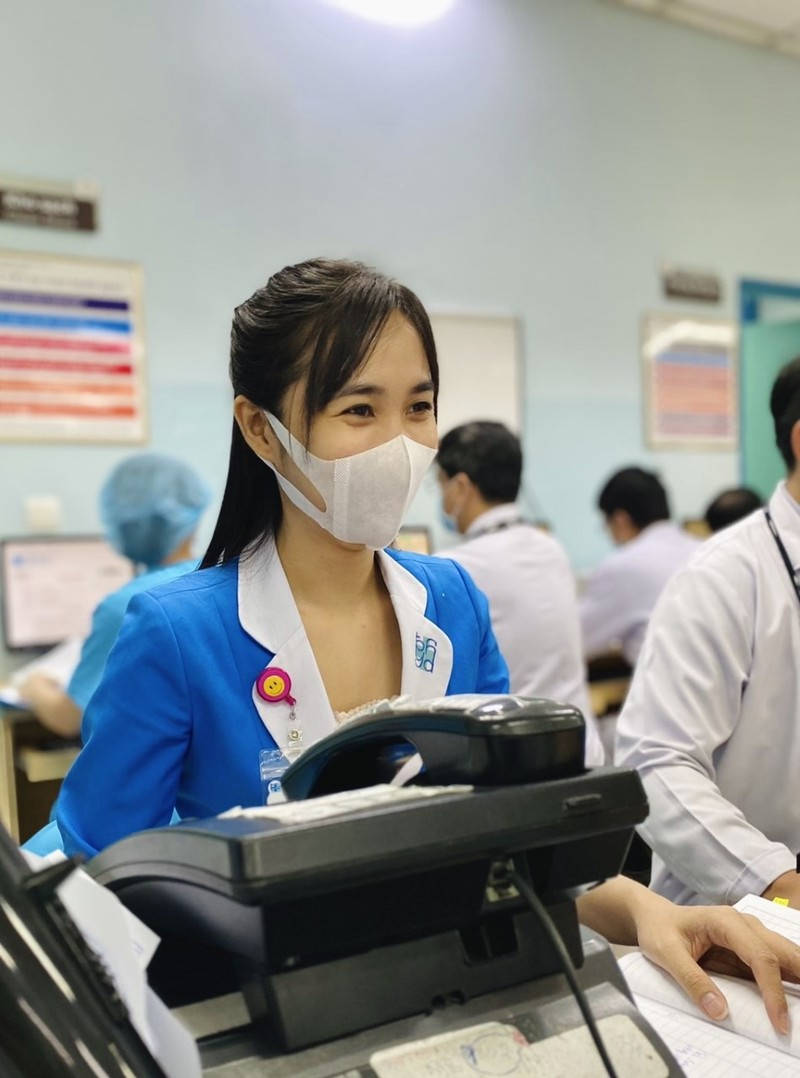 Bình yên ngắm bức ảnh của nữ hộ sinh Bệnh viện ĐH Y Dược - ảnh 11