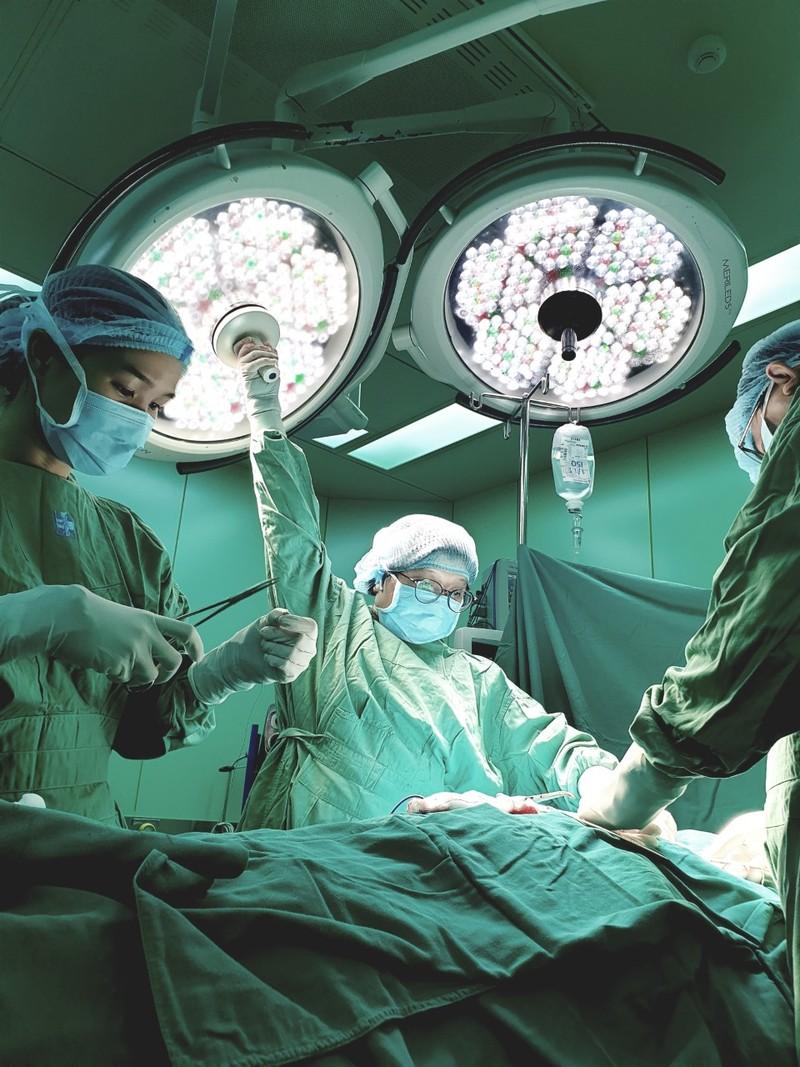 Bình yên ngắm bức ảnh của nữ hộ sinh Bệnh viện ĐH Y Dược - ảnh 3