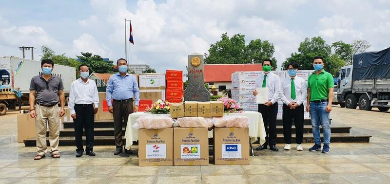 Chung tay góp gạo, thiết bị y tế cho người Việt ở Campuchia - ảnh 1