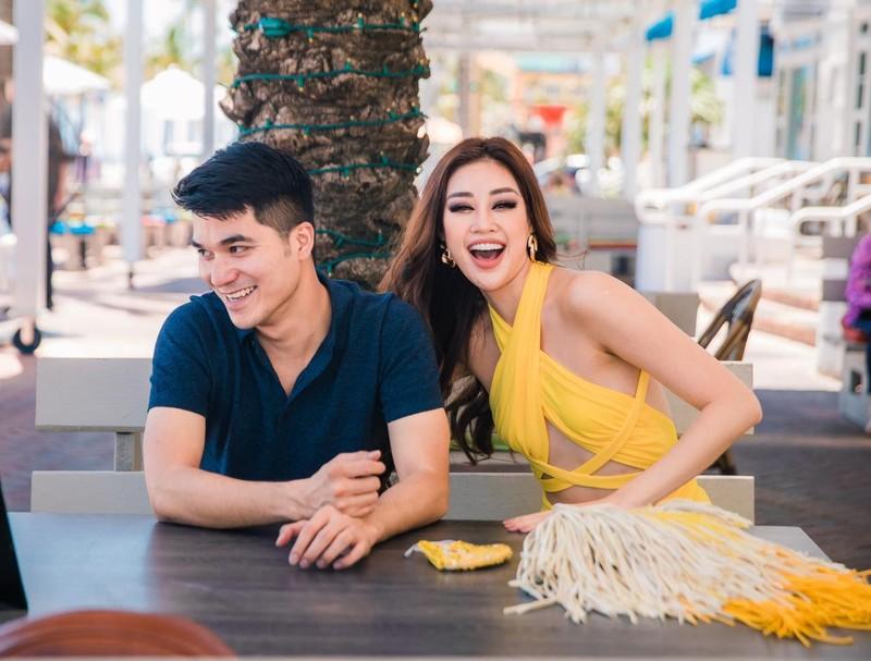 Người đàn ông điển trai cùng Hoa hậu Khánh Vân đến Mỹ là ai? - ảnh 3