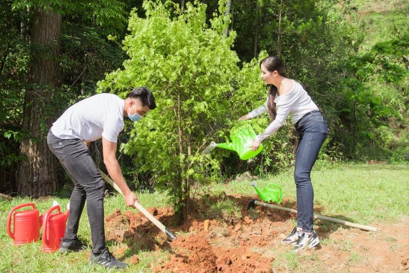 Dàn mỹ nhân Miss Earth Việt Nam trang phục giản đi trồng cây - ảnh 5