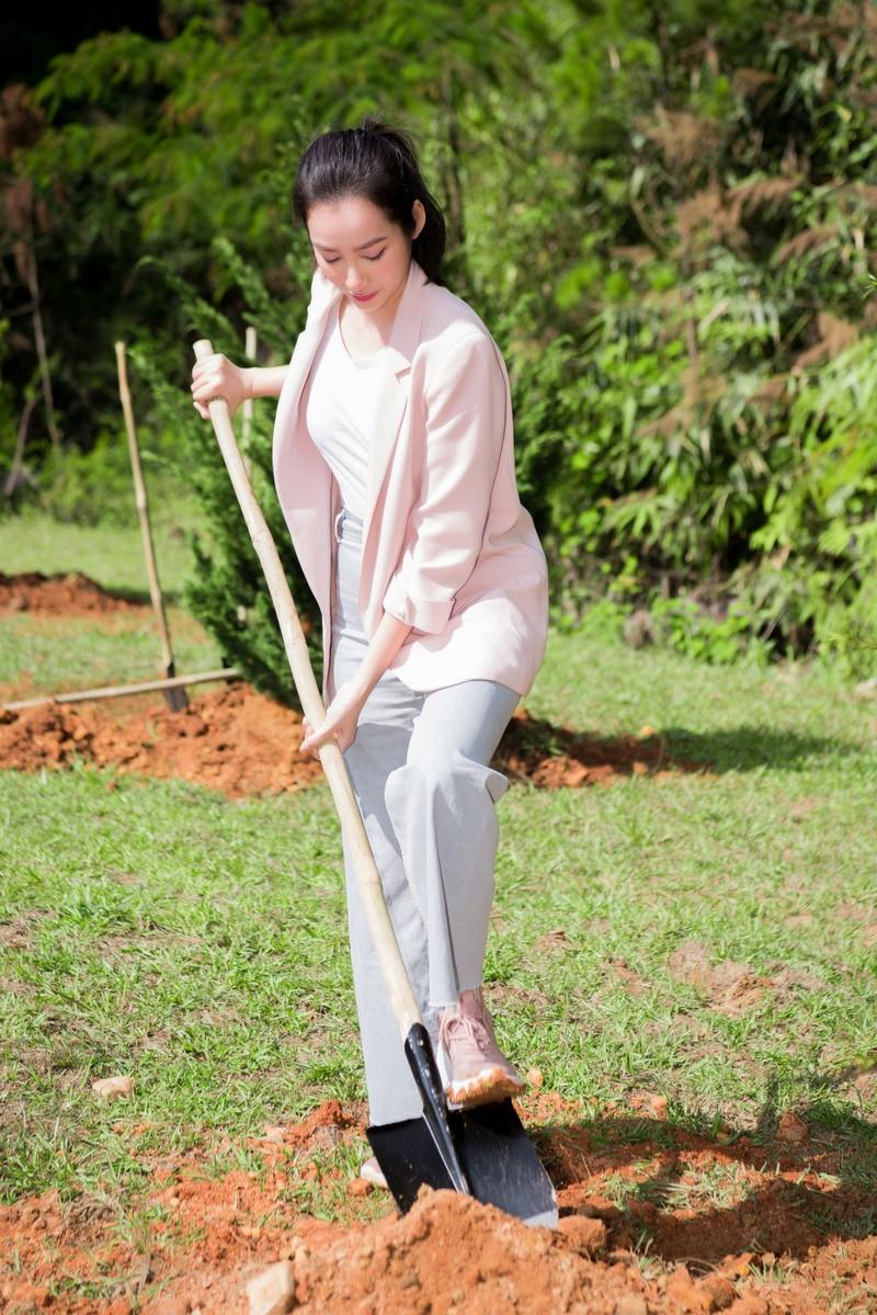 Dàn mỹ nhân Miss Earth Việt Nam trang phục giản đi trồng cây - ảnh 2