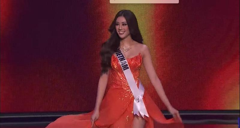 Ngắm Khánh Vân thi dạ hội tại Bán kết Miss Universe - ảnh 1