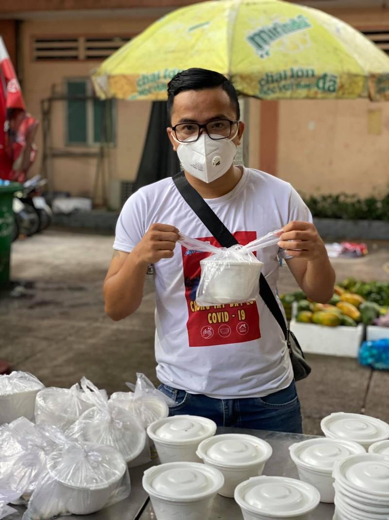 Mai Phương Thúy giản dị cùng nghệ sĩ làm tình nguyện viên chống dịch - ảnh 3