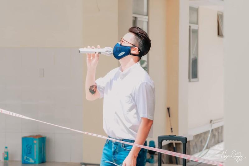 Nghệ sĩ mang âm nhạc đến bệnh viện, khu cách ly - ảnh 1