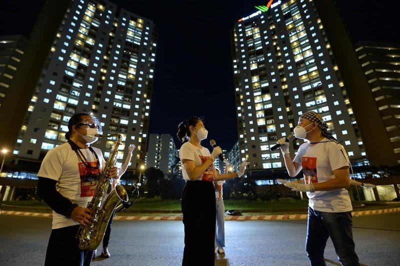 Nghẹn ngào nghe Trần Mạnh Tuấn thổi Saxophone ở bệnh viện dã chiến - ảnh 4