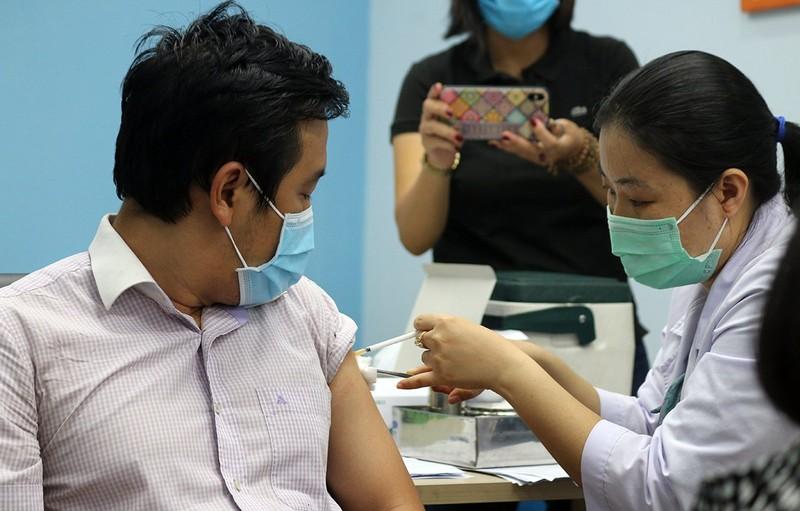 Chị thợ may: 'Tôi không ngờ được tiêm vaccine nhanh như vậy!' - ảnh 2