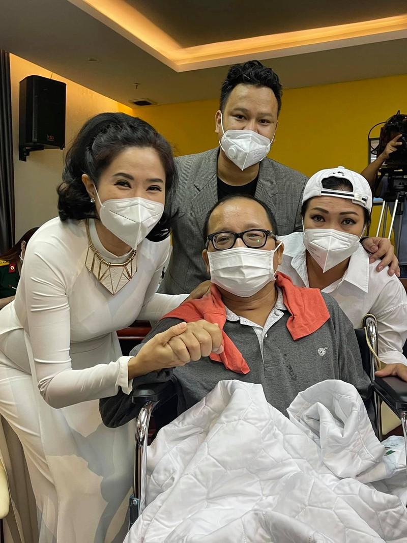 Trần Mạnh Tuấn ngồi xe lăn, hồi phục thần kì sau cơn đột quỵ - ảnh 3