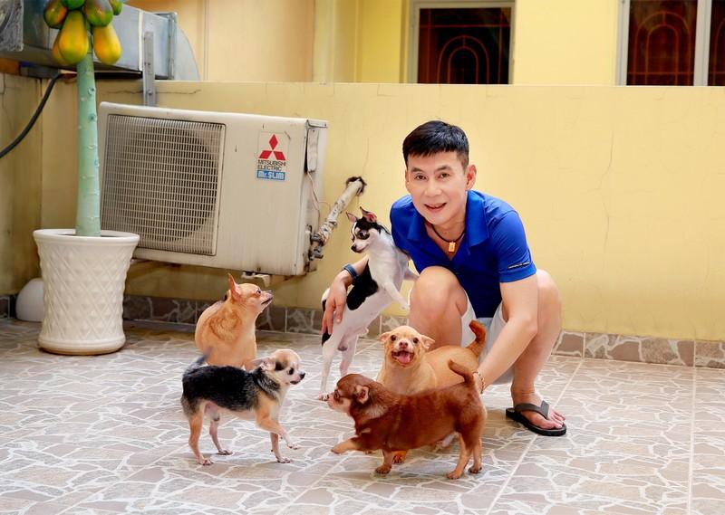 Nghệ sĩ TP.HCM chia sẻ khoảnh khắc bình dị bên những chú chó cưng - ảnh 1
