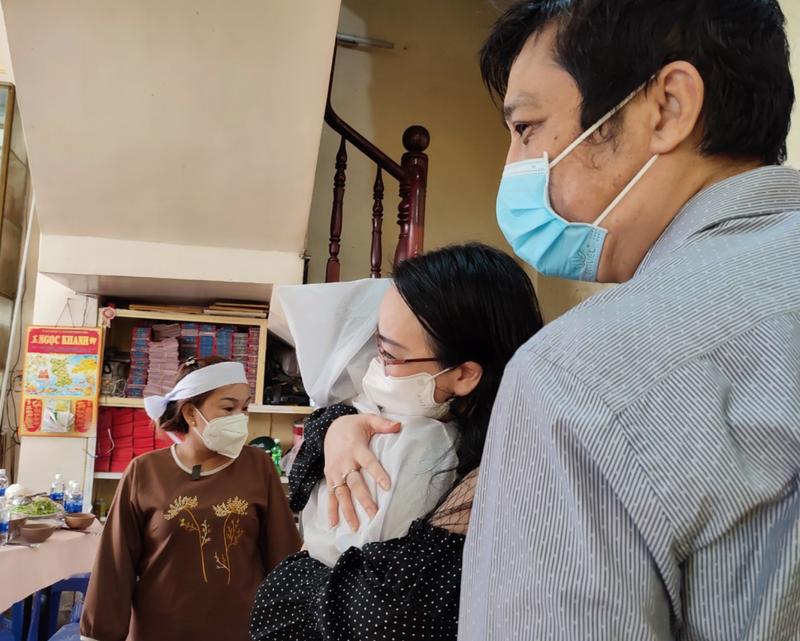Lễ cầu siêu soạn giả Bạch Mai, nghệ sĩ đau cùng gia tộc Huỳnh Long - ảnh 2