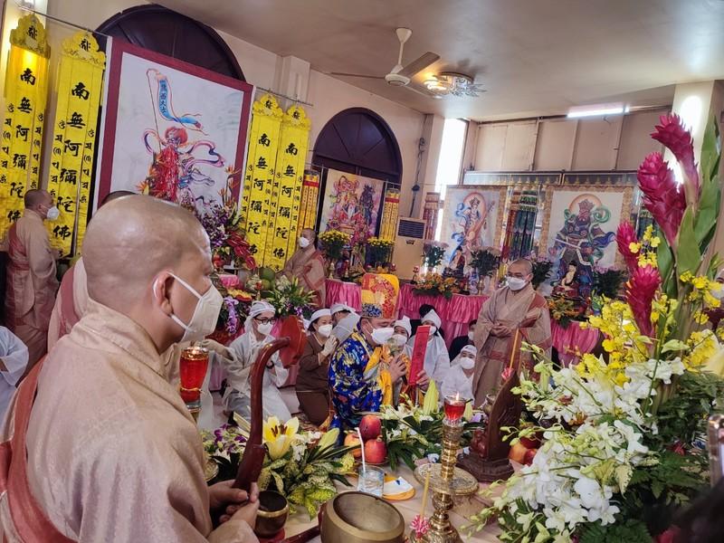 Lễ cầu siêu soạn giả Bạch Mai, nghệ sĩ đau cùng gia tộc Huỳnh Long - ảnh 3