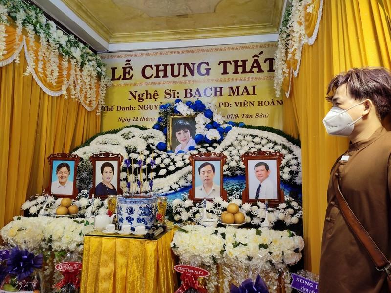 Lễ cầu siêu soạn giả Bạch Mai, nghệ sĩ đau cùng gia tộc Huỳnh Long - ảnh 1