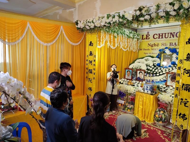 Lễ cầu siêu soạn giả Bạch Mai, nghệ sĩ đau cùng gia tộc Huỳnh Long - ảnh 7