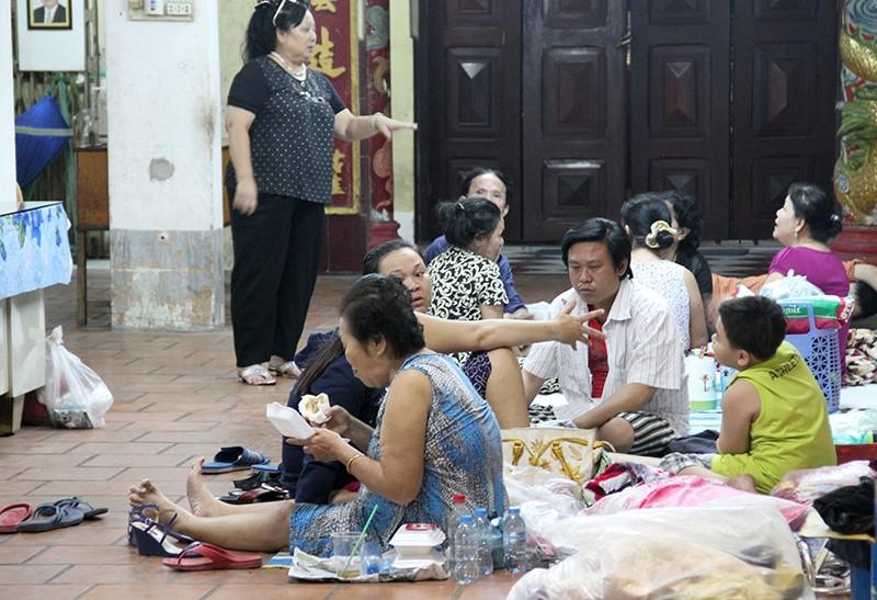Cảnh người dân phải 'màn trời chiếu đất' vì vụ cháy ở trung tâm Sài Gòn - ảnh 9