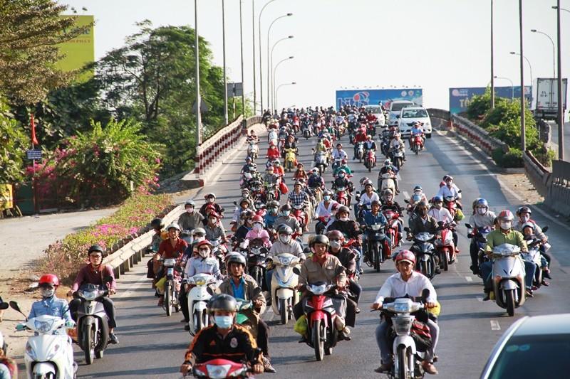 Ngày cuối đợt nghỉ tết, cửa ngõ về Sài Gòn thông thoáng - ảnh 11
