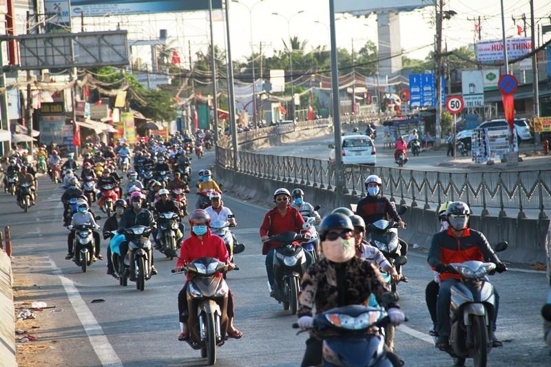 Ngày cuối đợt nghỉ tết, cửa ngõ về Sài Gòn thông thoáng - ảnh 12