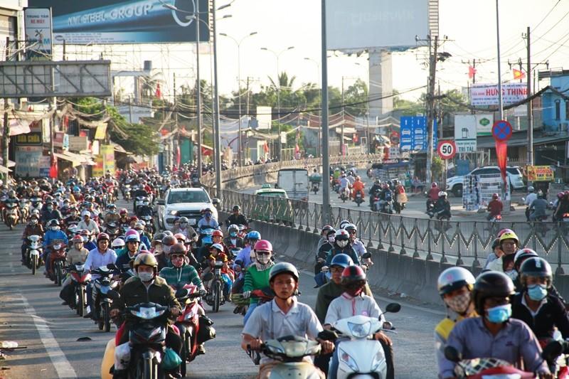 Ngày cuối đợt nghỉ tết, cửa ngõ về Sài Gòn thông thoáng - ảnh 14