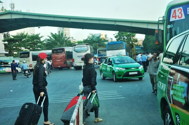 Ngày cuối đợt nghỉ tết, cửa ngõ về Sài Gòn thông thoáng - ảnh 17