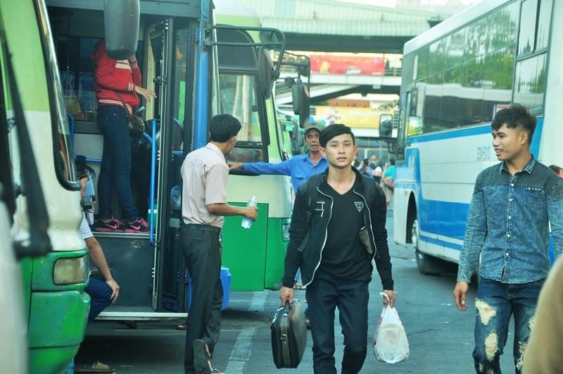 Ngày cuối đợt nghỉ tết, cửa ngõ về Sài Gòn thông thoáng - ảnh 18