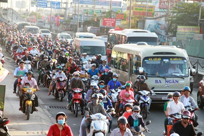 Ngày cuối đợt nghỉ tết, cửa ngõ về Sài Gòn thông thoáng - ảnh 2