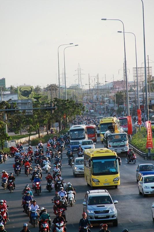 Ngày cuối đợt nghỉ tết, cửa ngõ về Sài Gòn thông thoáng - ảnh 9