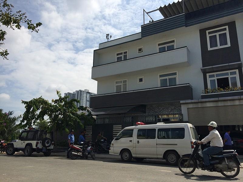 Kẻ trộm được cho là phá cửa sau đột nhập vào nhà nghệ sĩ Kim Tử Long ở huyện Bình Chánh