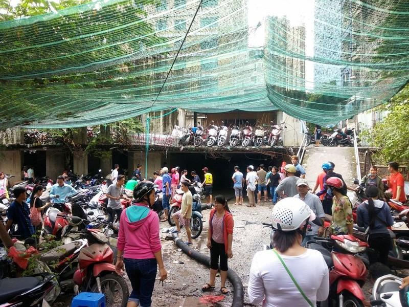 Cảnh sát PCCC giải cứu hàng ngàn xe máy bị ngập  - ảnh 5