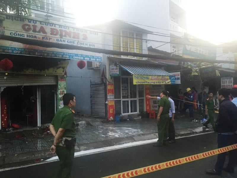 Vụ cháy xảy ra vào sáng sớm khiến 2 vợ chồng và con nhỏ tử vong trong nhà.