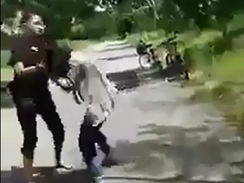Công an làm việc nhóm thiếu nữ đánh bạn, bắt liếm chân - ảnh 1
