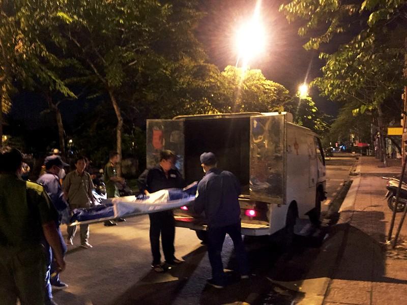Thanh niên suýt chết khi lao xuống kênh cứu người  - ảnh 2
