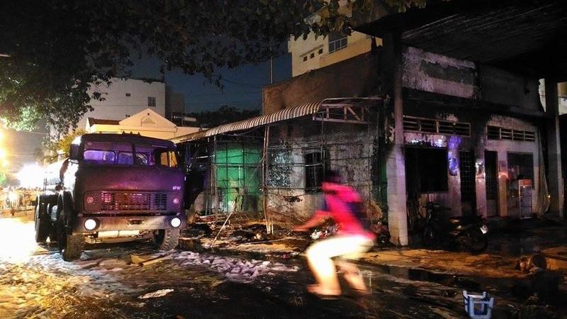 Cháy dữ dội cây xăng, hơn 30 xe máy bị thiêu rụi - ảnh 2
