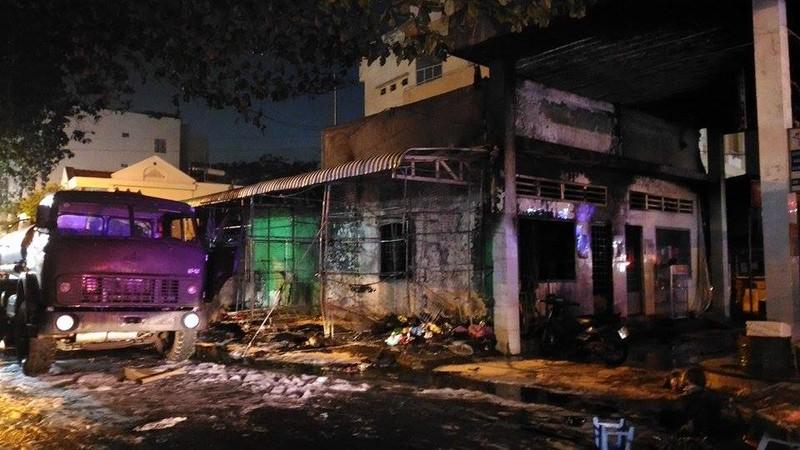 Cháy dữ dội cây xăng, hơn 30 xe máy bị thiêu rụi - ảnh 3