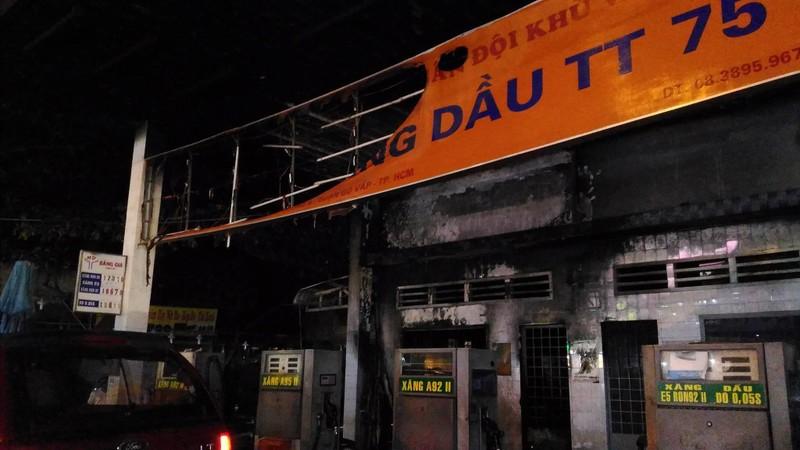 Cháy dữ dội cây xăng, hơn 30 xe máy bị thiêu rụi - ảnh 9