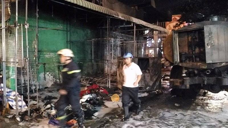 Cháy dữ dội cây xăng, hơn 30 xe máy bị thiêu rụi - ảnh 7