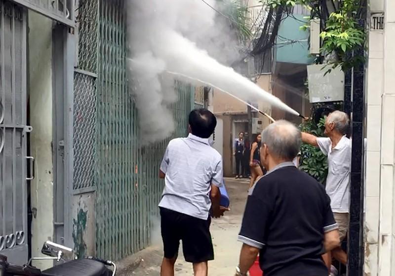 Cháy máy phát điện, cả khu phố hoảng loạn - ảnh 1