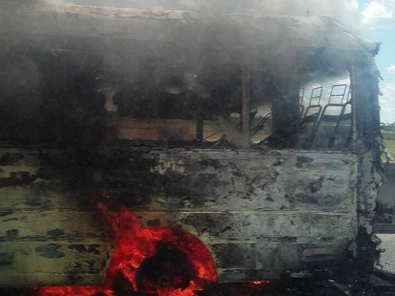 Xe khách cháy dữ dội trên cao tốc Trung Lương  - ảnh 2