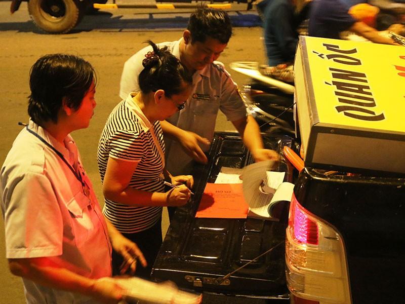 Dọn vỉa hè trên 'đường ăn nhậu' ở Sài Gòn - ảnh 3