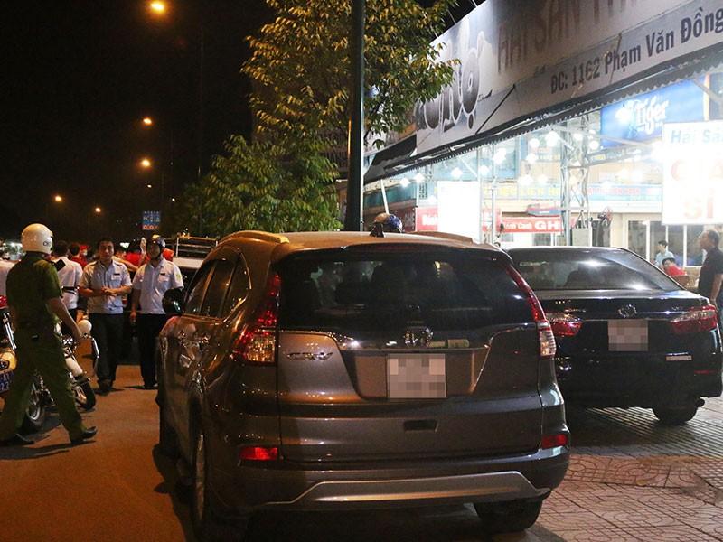 Dọn vỉa hè trên 'đường ăn nhậu' ở Sài Gòn - ảnh 4