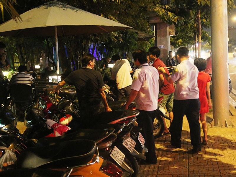 Dọn vỉa hè trên 'đường ăn nhậu' ở Sài Gòn - ảnh 5