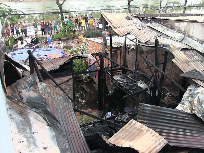 Cụ ông 69 tuổi dùng chăn dập lửa cứu căn nhà cháy - ảnh 1