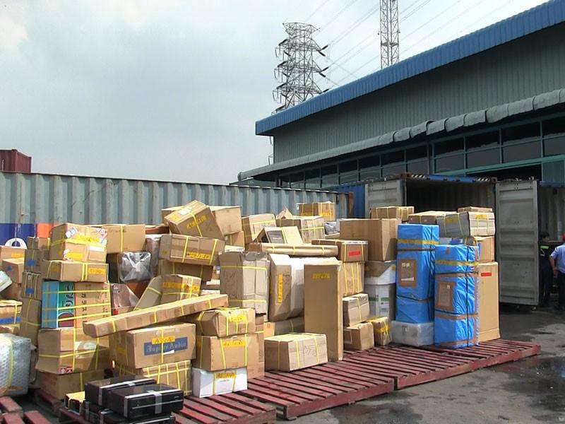 Kiểm tra trên 50 container hàng lậu tại cảng Cát Lái - ảnh 1