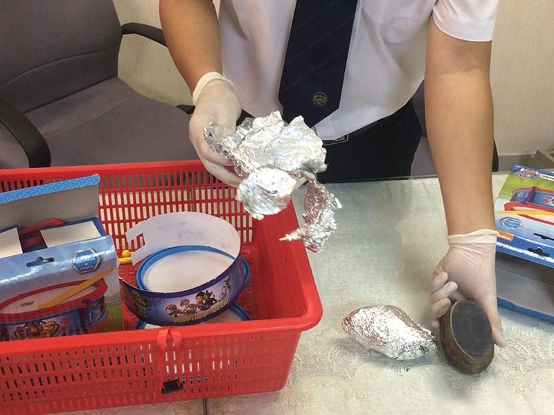 1,5 kg sừng tê giác giấu tinh vi trong đồ chơi trẻ em - ảnh 1