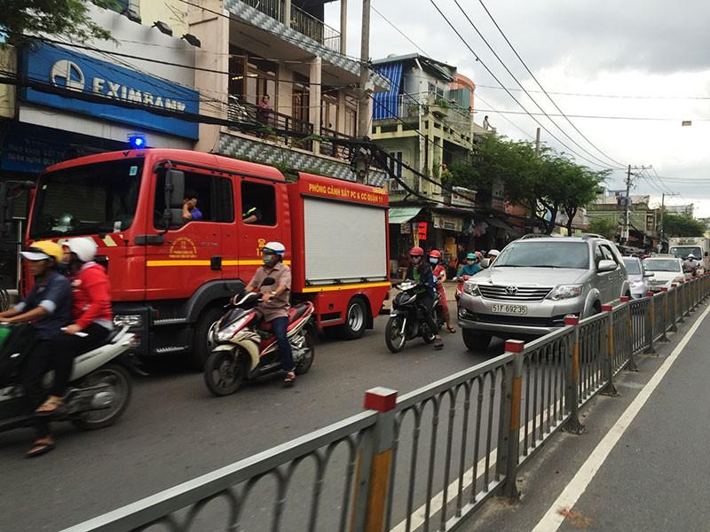 Cháy nhà gần chợ Võ Thành Trang, cụ bà 80 thoát nạn - ảnh 1